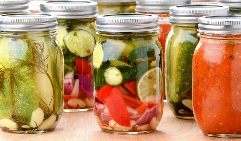 Người bệnh nên tránh ăn các loại dưa chua và đồ nên men