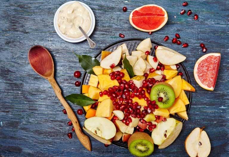 Người bệnh nên ăn nhiều rau xanh và trái cây tươi khi bị viêm da cơ địa