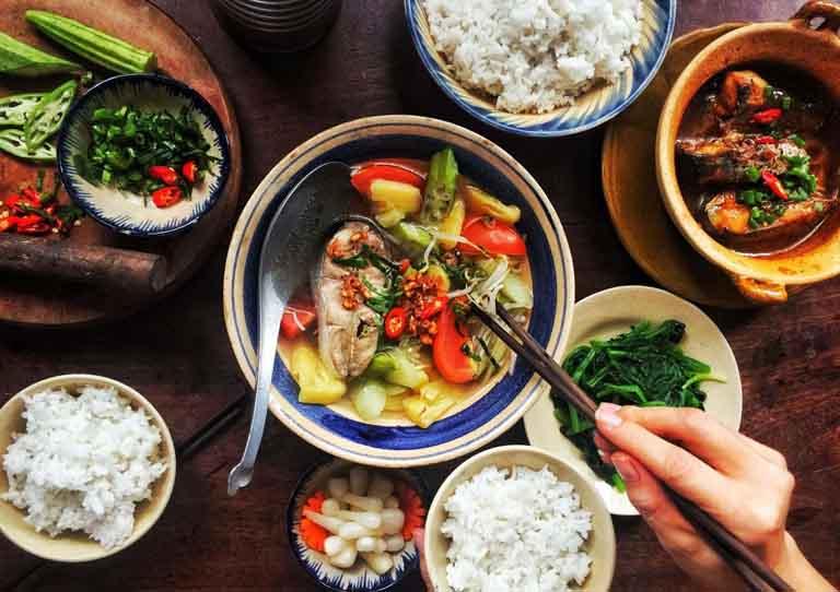 Bổ sung đầy đủ dưỡng chất cho cơ thể thông qua chế độ ăn uống