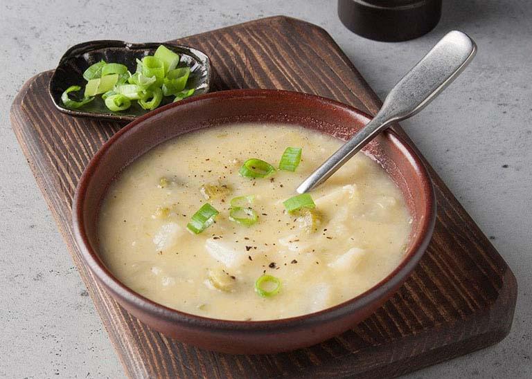 Cháo tỏi là món ăn thơm ngon và tốt cho người bị viêm da cơ địa