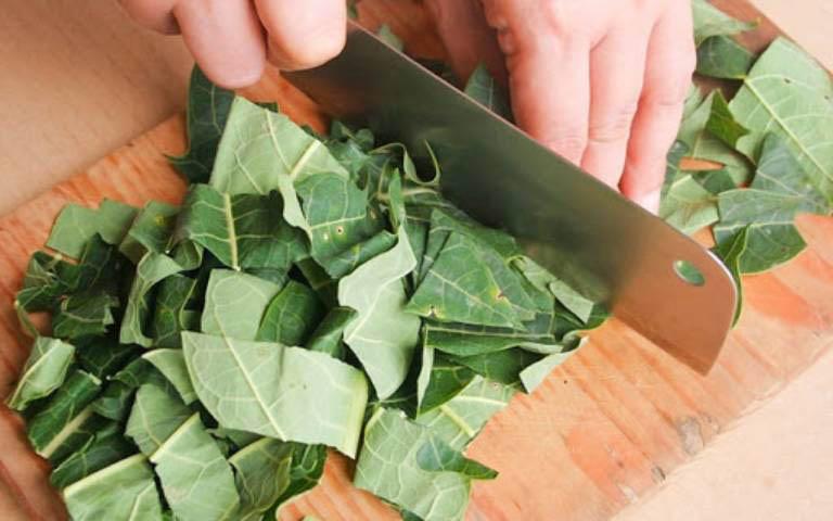 Đẩy lùi các triệu chứng khó chịu do bệnh viêm da cơ địa gây ra bằng lá đu đủ tươi