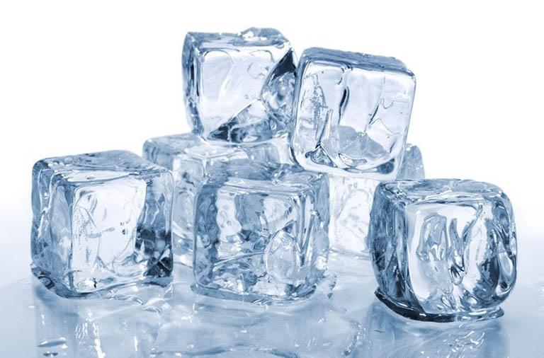 Chườm đá lạnh giúp đẩy lùi cơn ngứa ngáy nhanh chóng