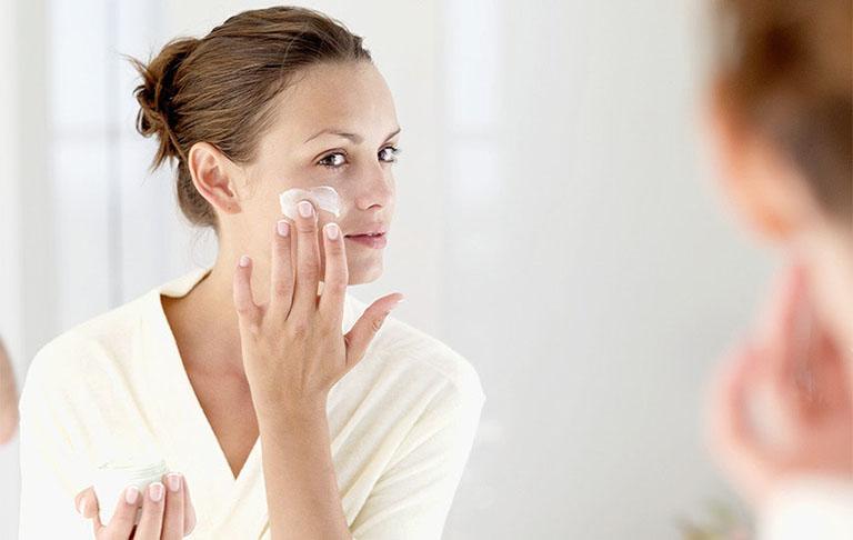 Kem dưỡng ẩm cho da bị viêm da cơ địa