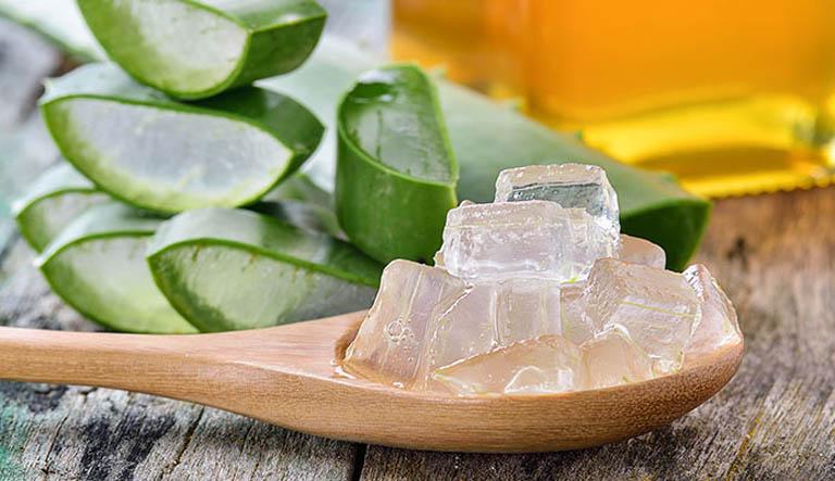 Nên gọt sạch vỏ nha đam trước khi dùng để trị bệnh, tránh gây kích ứng đến làn da