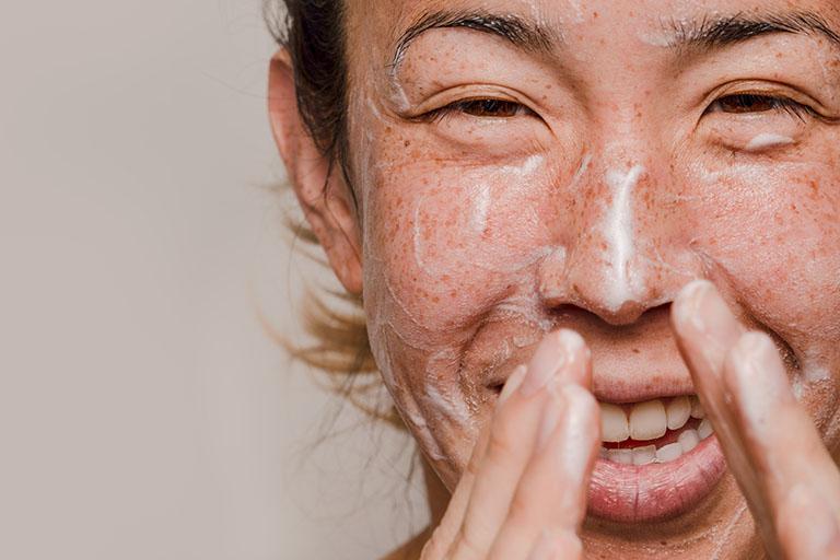 sữa rửa mặt cho viêm da cơ địa
