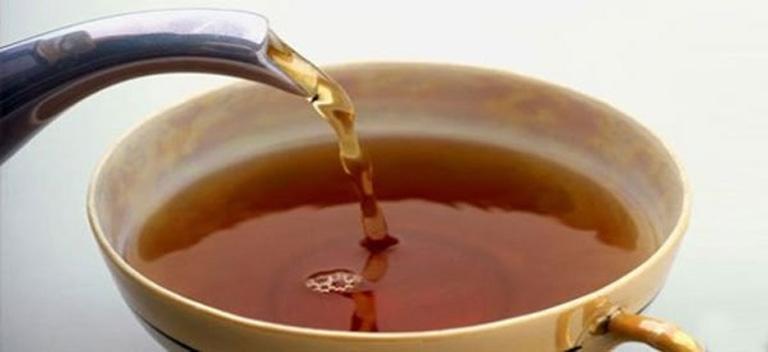 Uống nước lá lốt hỗ trợ cải thiện triệu chứng của bệnh từ bên trong