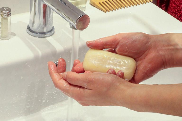 xà phòng tắm cho người viêm da cơ địa