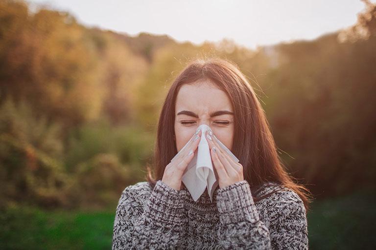 tác dụng chữa dị ứng thời tiết của lá lốt