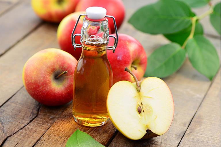 cách dùng giấm táo chữa mề đay