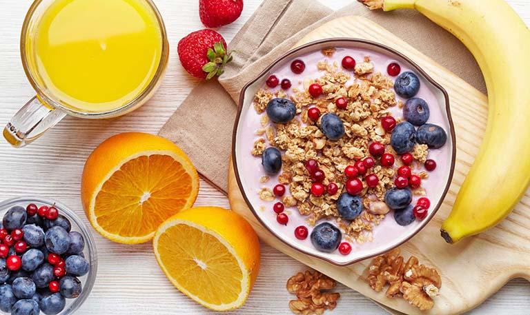 Bị dị ứng thời tiết nên ăn và không nên ăn gì?