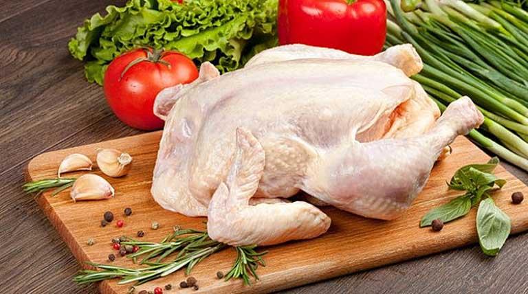 Bị nổi mề đay mẩn ngứa có nên bổ sung thịt gà vào trong thực đơn ăn uống hàng ngày không?