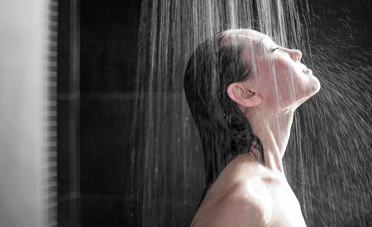 Một số lưu ý về vấn đề vệ sinh, tắm rửa khi bị nổi mề đay