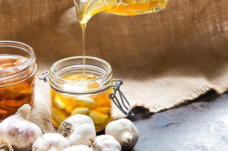 Ngâm tỏi trong mật ong dùng để trị bệnh trong thời gian dài