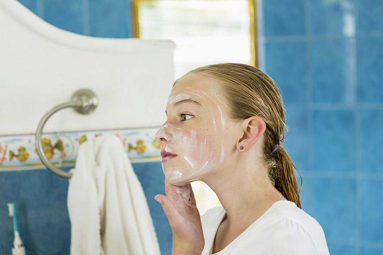 lưu ý khi dùng mật ong trị dị ứng da mặt