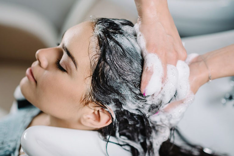 chữa vảy nến da đầu