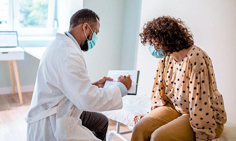 Nếu đau dạ dày xảy ra với mức độ nặng, nên tìm gặp bác sĩ để được thăm khám và tư vấn điều trị