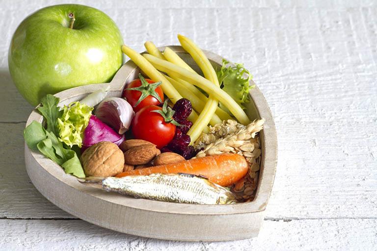 Song song với các phương pháp điều trị, người bệnh cần chú ý ăn uống lành mạnh