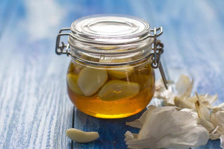 Ngoài giúp làm giảm đau đạ dày thì tỏi ngâm mật ong còn giúp thúc đẩy chữa lành tổn thương niêm mạc
