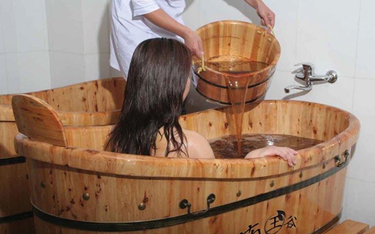 Tắm nước lá khế mỗi ngày giúp hỗ trợ điều trị bệnh vảy nến toàn thân