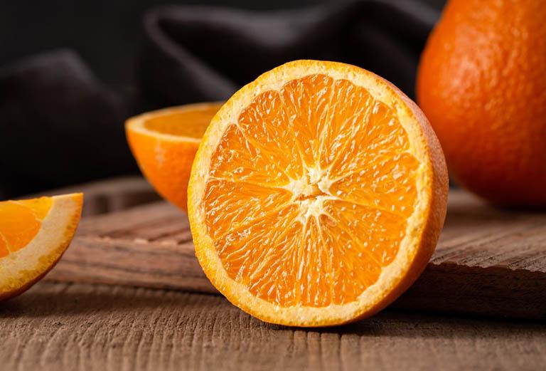 Hạn chế sử dụng các loại trái cây chứa nhiều axit như cam, chanh, quýt,...