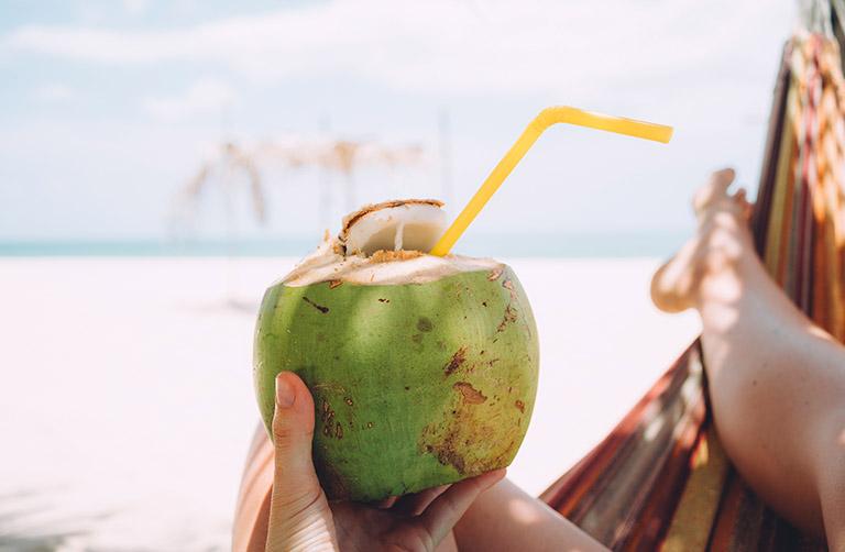 Nước dừa có khả năng trung hòa axit và giảm nhanh cơn đau dạ dày