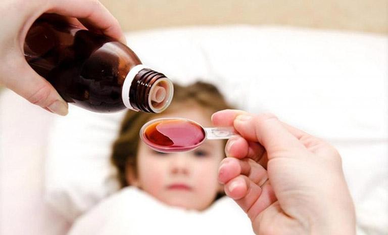 Sử dụng thuốc điều trị bệnh cho trẻ em nên tuân thủ tuyệt đối theo hướng dẫn của bác sĩ