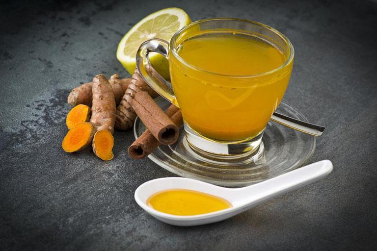 Dùng trà nghệ mật ong có tác dụng làm dịu cơn đau dạ dày