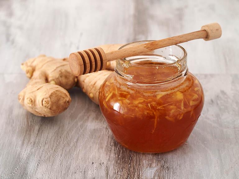 Trào ngược dạ dày uống nghệ và mật ong