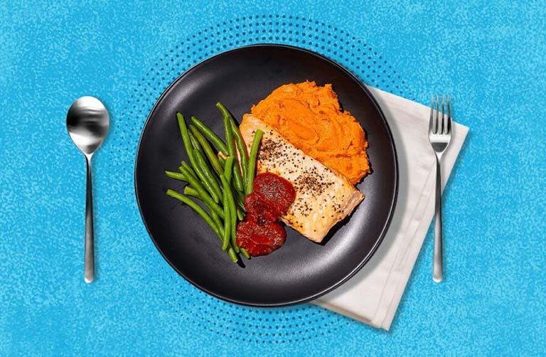 Ngoài sử dụng gối chống trào ngược, nên ăn uống hợp lý để kiểm soát chứng trào ngược axit dạ dày