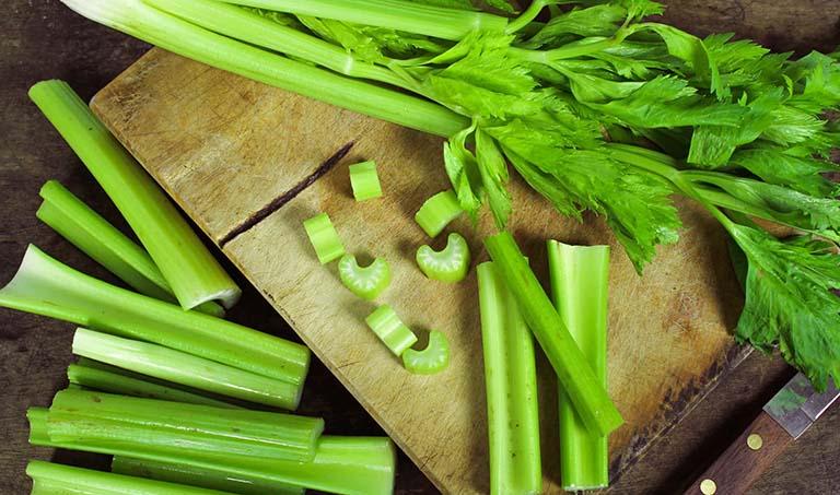 Bệnh nhân bị trào ngược dạ dày nên ăn rau cần tây