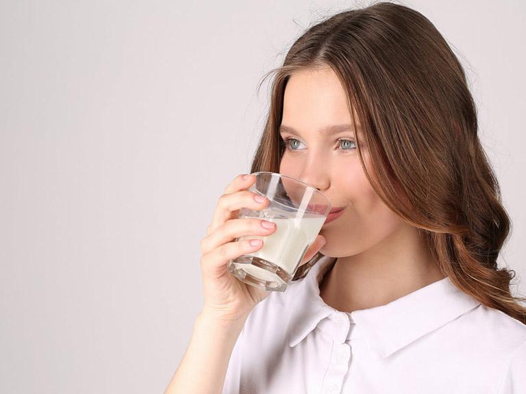 bị trào ngược dạ dày có uống sữa được không
