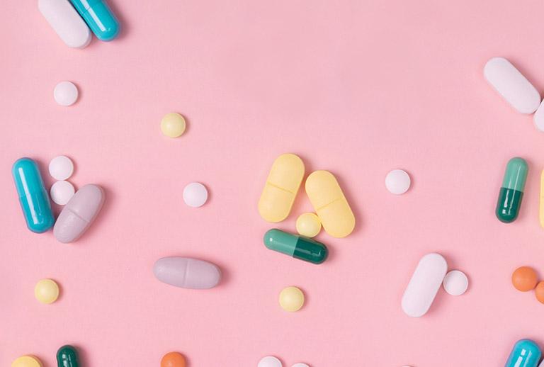 Ngoài điều chỉnh lối sống, nên sử dụng thuốc để kiểm soát chứng trào ngược triệt để