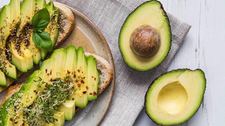 Tăng cường bổ sung các loại quả chứa ít axit như bơ, táo, dưa hấu, dưa gang,...