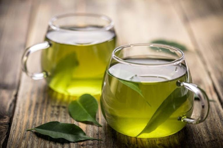 Hỗ trợ trị trào ngược dạ dày bằng nước dừa và trà