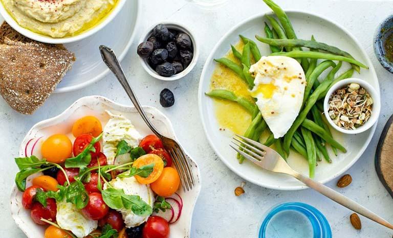 Cần xây dựng chế độ ăn hợp lý để cải thiện chứng trào ngược dịch mật