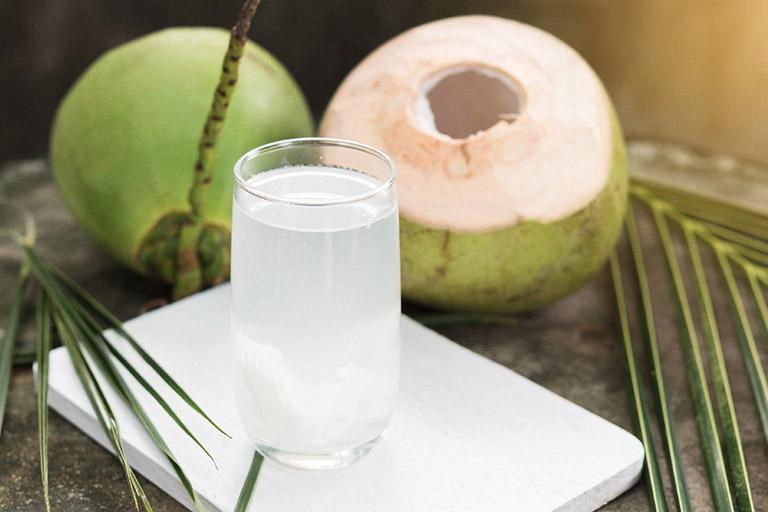 trào ngược dạ dày có uống nước dừa được không