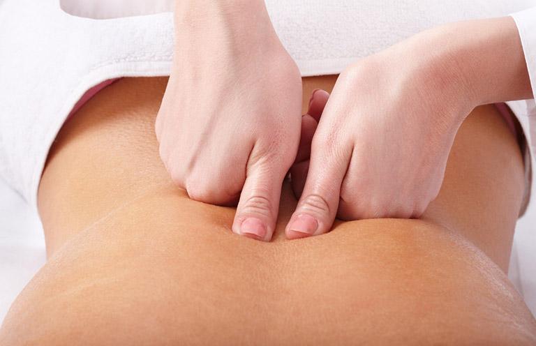 Thực hiện bấm huyệt Trung quản sẽ giúp giảm đau và điều hòa hoạt động bài tiết dịch vị của dạ dày