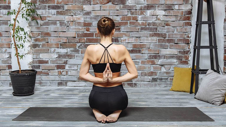 Vajrasana (Tư thế kim cương) có thể thực hiện ngay sau khi ăn để ngăn ngừa chứng trào ngược axit dạ dày