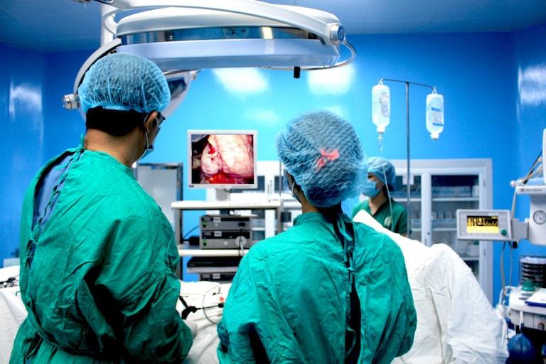 Can thiệp ngoại khoa điều trị trong trường hợp bệnh nặng