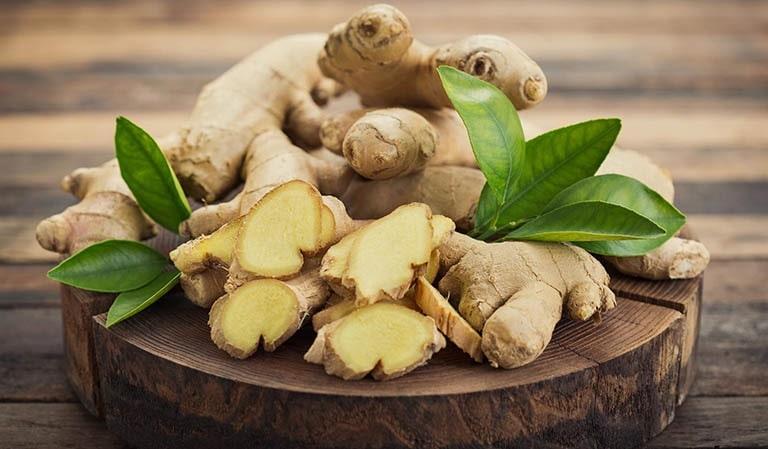 Gừng sở hữu hoạt chất chống viêm gingerol giúp thuyên giảm các triệu chứng viêm xoang