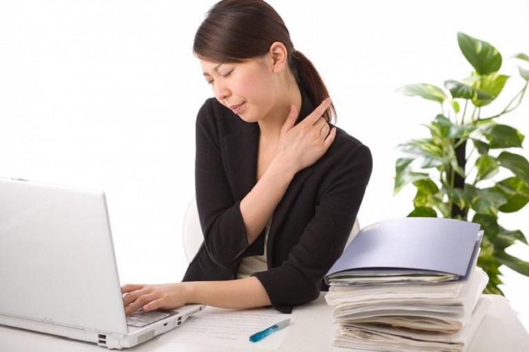 Tình trạng đau mỏi vai gáy nếu như khởi phát do yếu tố bệnh lý sẽ rất nguy hiểm