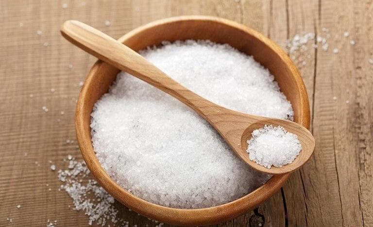 Dùng lá trầu kết hợp với muối giúp điều trị viêm lộ tuyến