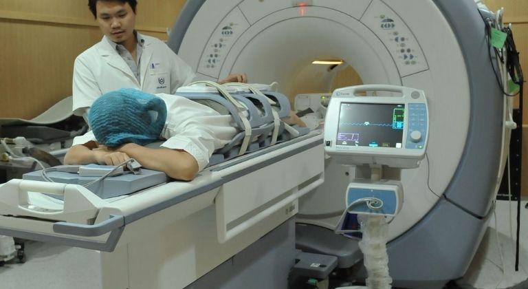 Bệnh nhân chẩn đoán qua chiếu chụp hình ảnh để nắm rõ tình trạng