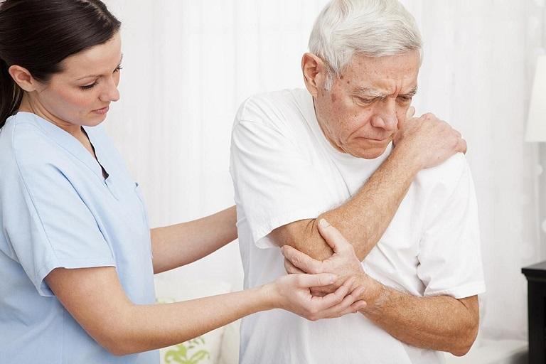 Người già là đối tượng có nguy cơ bị bệnh cao nhất do tuổi tác