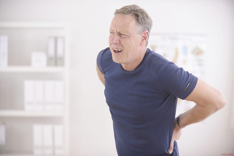 bệnh có thể khiến người bệnh bị rạn xương, nứt xương, thậm chí là gãy xương