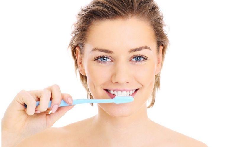 Bạn cần chú ý vệ sinh răng miệng đúng cách