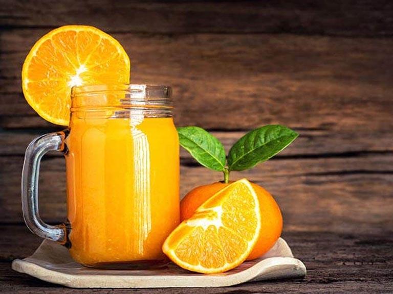 Nước cam tốt cho bệnh nhân nhiệt miệng