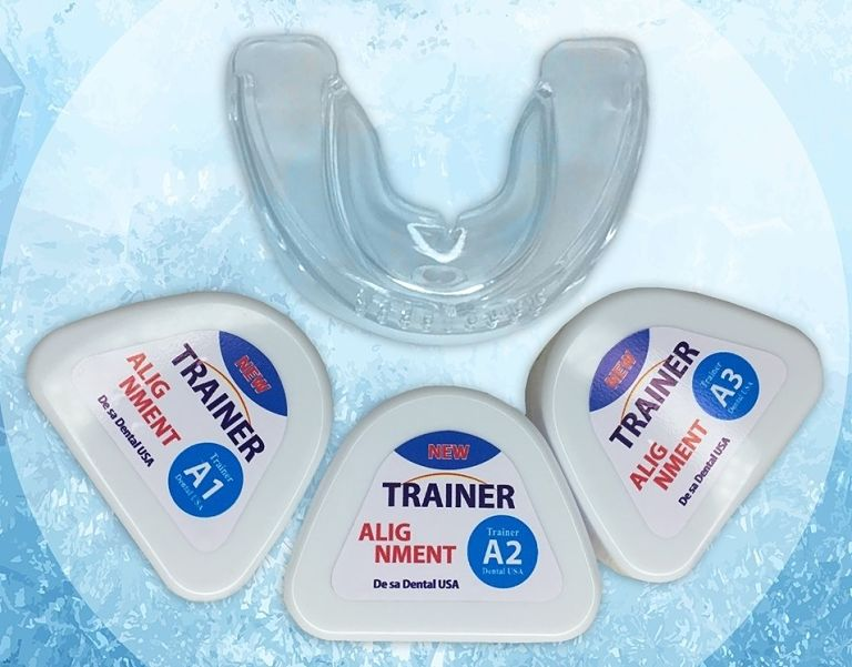 Khay niềng Trainer cho người lớn được chia thành hai loại là khay cho tuổi vị thành niên và cho người trưởng thành