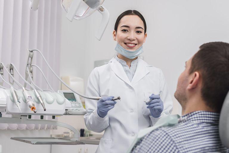 Trước khi niềng răng bạn cần đến nha khoa để thăm khám tình trạng răng miệng của mình