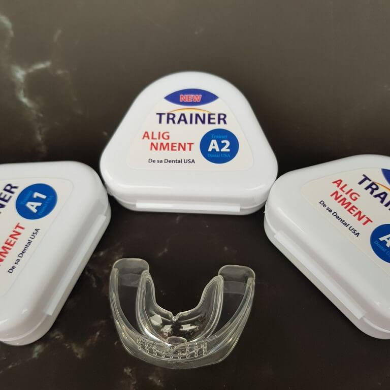 Cần vệ sinh khay niềng răng Trainer thật kỹ sau mỗi lần dùng